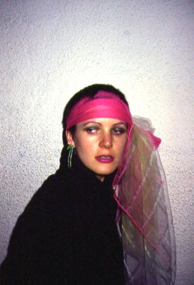 scarf head 003b