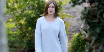 Jennifer Aniston make up free on set