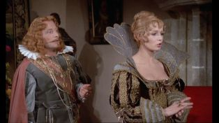 Catherine Jourdan as La reine in Les quatre Charlots mousquetaires (1974)