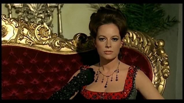 Luciana Paluzzi in Il pistolero dell'Ave Maria (1969)
