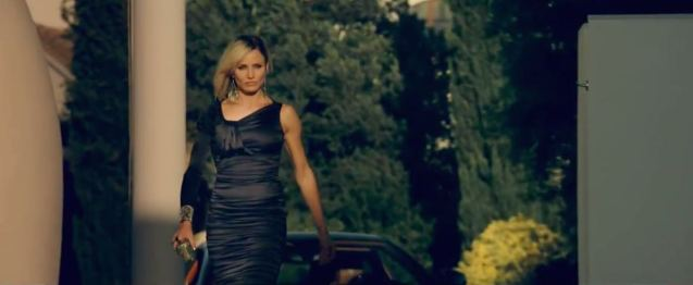 Cameron-Diaz-Black-One-Sleeve-Dress-by-Thomas-Wylde-in-The-Counselor-Scene